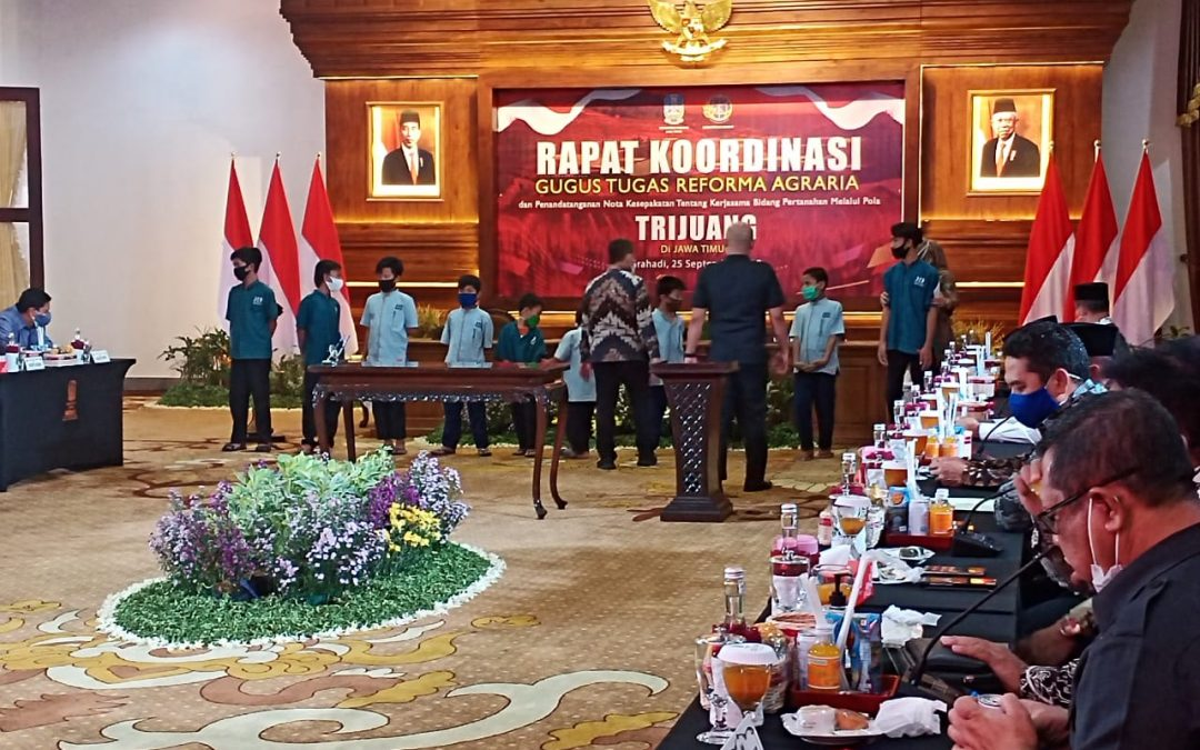 Di Tengah Pandemi, Pemprov Bersama Gubernur Jawa Timur Santuni Yatim