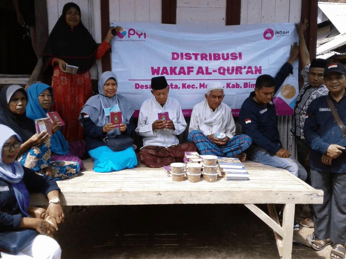 Distribusi al quran wakaf di NTB
