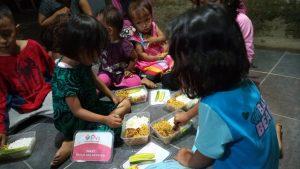 Kegiatan Makan Bersama Anak-anak