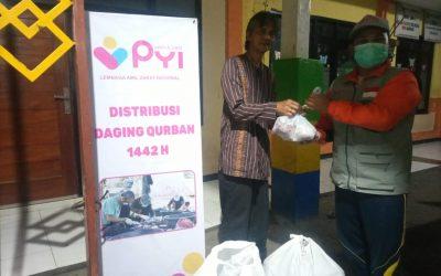 PYI Distribusikan180 Paket Daging Kurban Bagi Yatim, Dhuafa, dan Lansia
